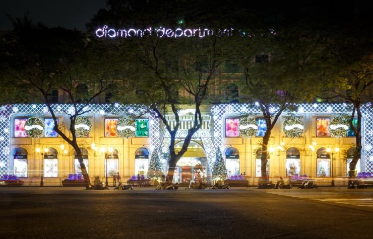 Đường phố Sài Gòn rực rỡ lấp lánh ánh đèn