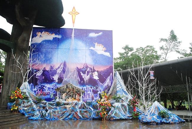 Hang đá tại thánh địa La Vang