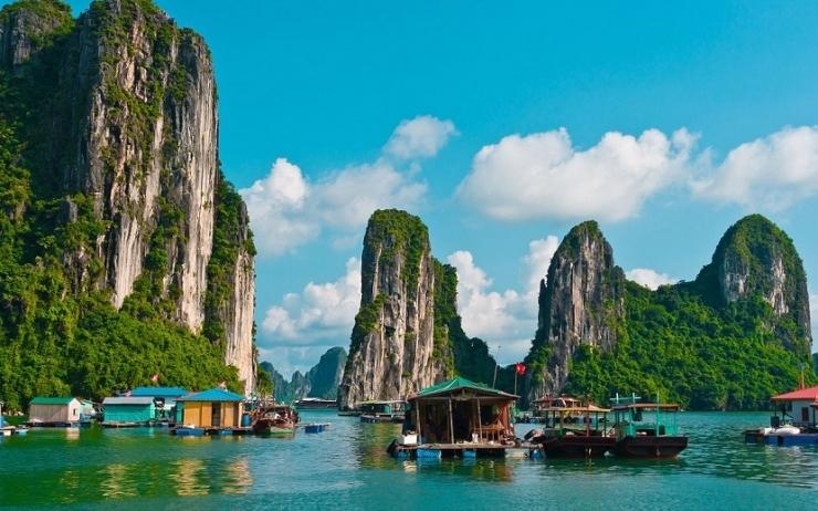 Khung cảnh nên thơ của vịnh Hạ Long
