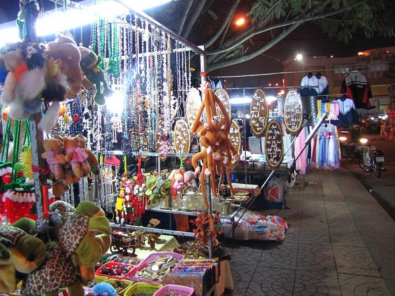 Cửa hàng đồ lưu niệm tại chợ