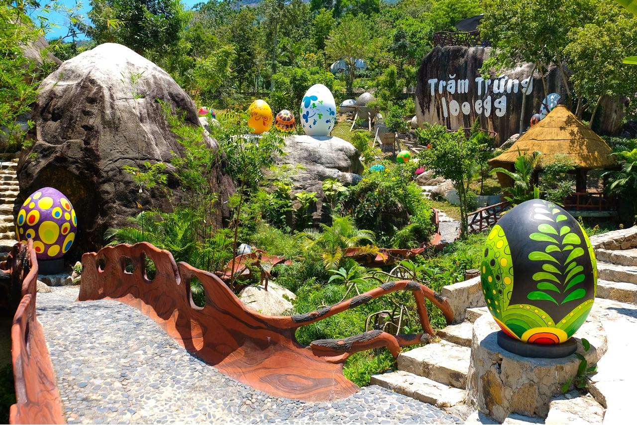Công viên trăm trứng