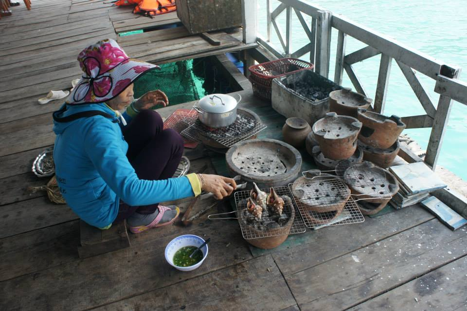 Nướng hải sản tại bè