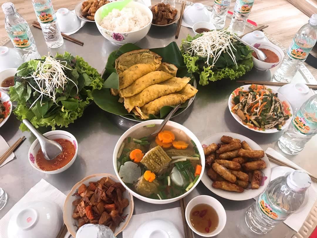 Bữa cơm chay trong Sùng Hưng Cổ Tự