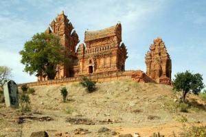 Những địa điểm du lịch Ninh Thuận thu hút nhiều du khách tham quan