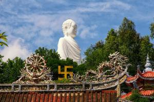 Chùa Long Sơn - nét cổ kính khi du lịch Nha Trang