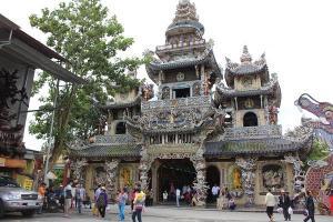 Chùa Linh Phước (chùa Ve Chai) - nét đẹp tôn nghiêm của Đà Lạt