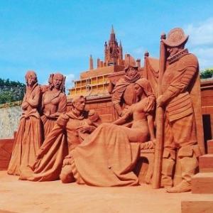Tour du lịch Phan Thiết Mũi Né 2 ngày 1 đêm: Lâu Đài Vang - Công Viên Tượng Cát