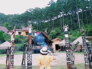 Đắm mình trong vẻ đẹp tựa cổ tích của ngôi làng Cù Lần Đà Lạt